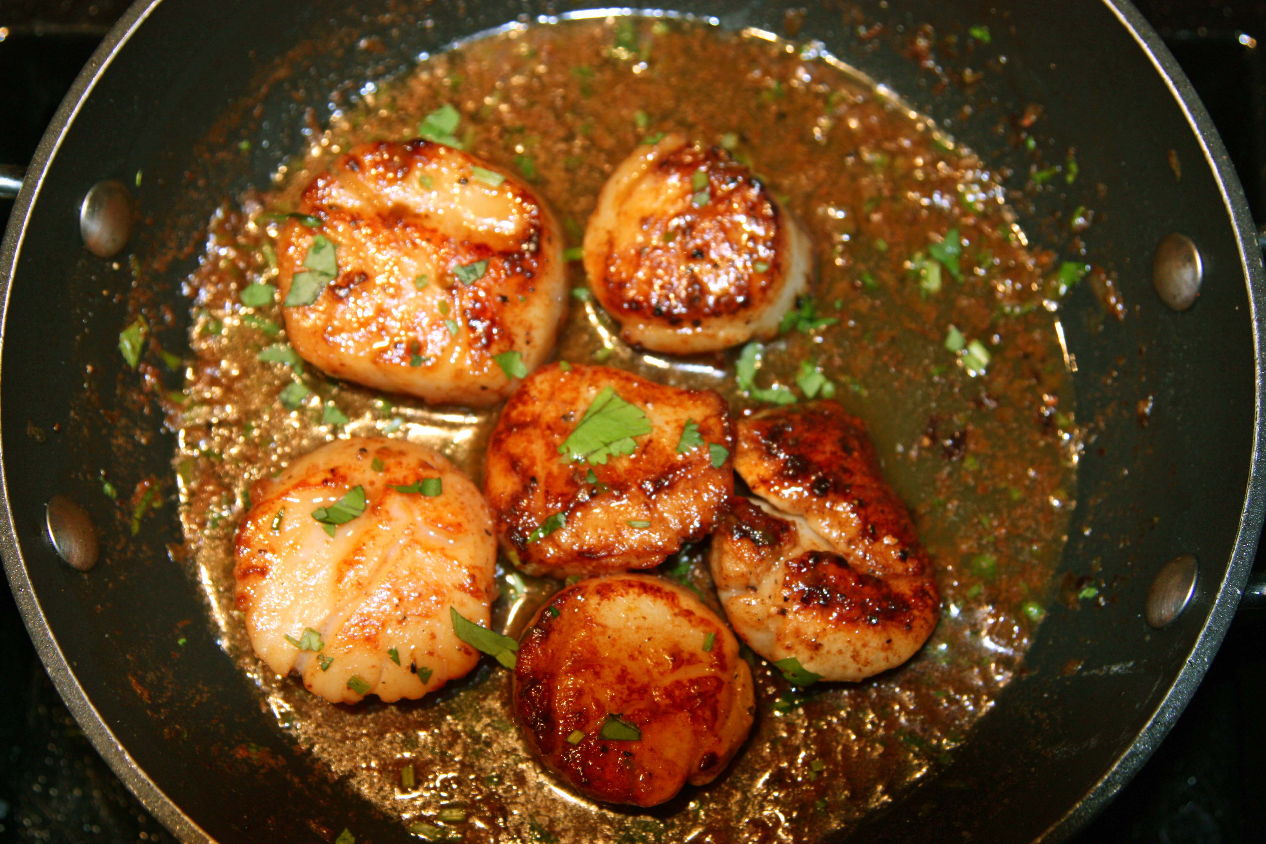 Pan Seared Scallops with Herb Butter Sauce (serves 2-3 people with 3 ...