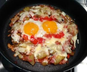 Easy breakfast with home made hash potatoes and eggs!